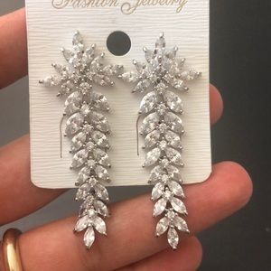 NWT Woman Fashion Earrings